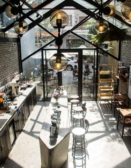 Trang trí nội thất quán cafe với hệ thống đèn độc lạ
